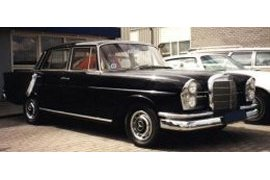 Mercedes 220S Fintail