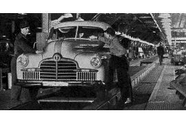 1942 Pontiac Production Line