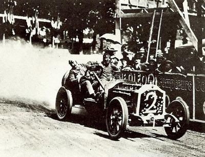 Maurice Fournier rounds a tight left hand corner during the 1911 race