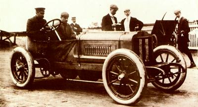 A 2-seater racing Richard-Brasier awaiting the start of the Circuit of Ardenne in 1906